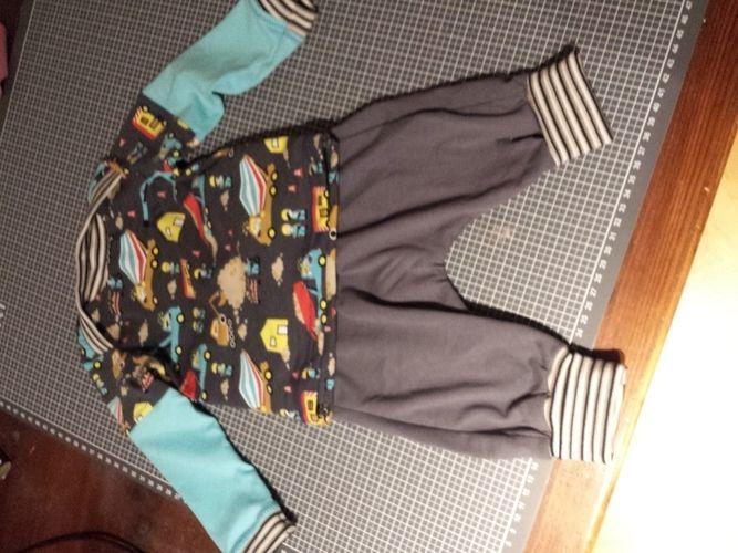 Makerist - Noch mal die klimperkleine checkerhose und der Regenbogenbody als Shirt - Nähprojekte - 1