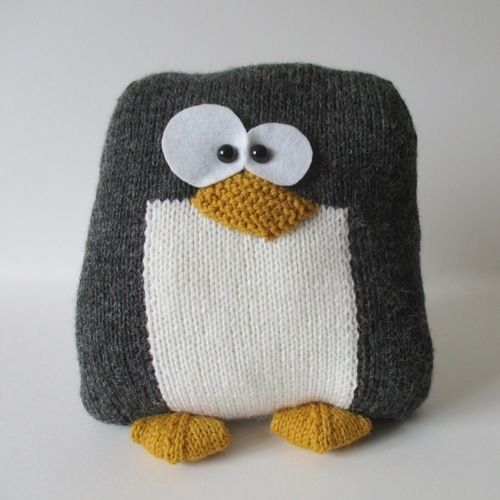 Makerist - Penguin Cushion - Knitting Showcase - 1