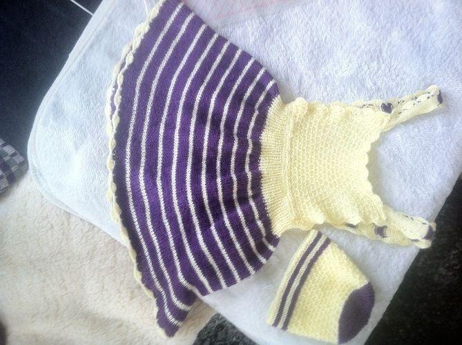 Makerist - Trägerkleidchen lila gelb mit mütze - Strickprojekte - 1