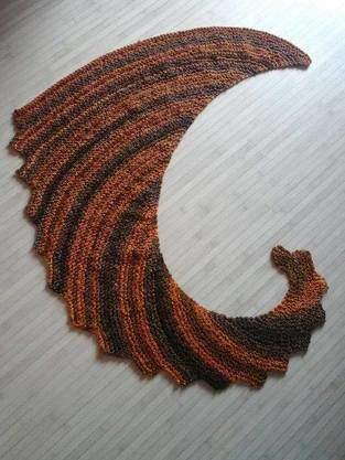 """Echarpe """"queue de Dragon """" tricoter au point mousse"""