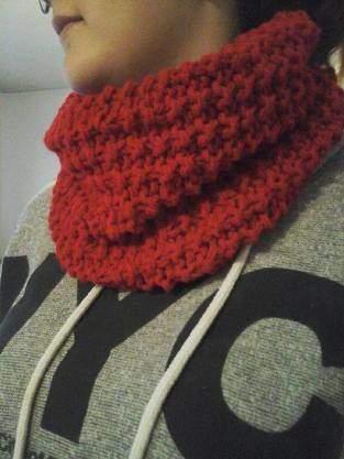 SNOOD tricoter en laine acrylique (utilisée en double) aux aiguilles numéro 9
