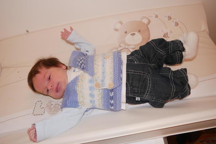 Makerist - Petit Gilet  Bébé sans manches croisé sur la poitrine tricoter au point mousse . taille 1 mois - Créations de tricot - 1