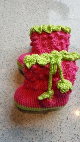 Makerist - Babystiefel Himbeere - Häkelprojekte - 1