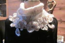 Makerist - écharpe  tricot +fleurs aux crochet - 1