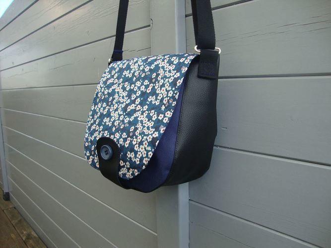 Makerist - Sac besace Fleuri - Créations de couture - 1