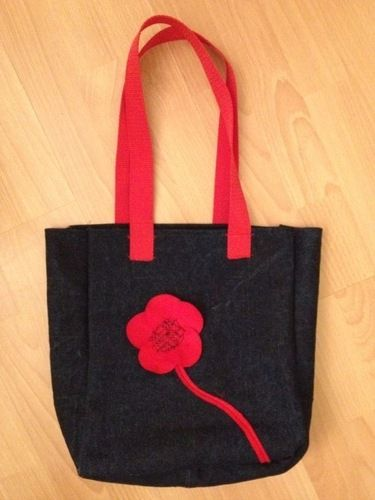 Makerist - Jeanstasche mit roter Filzblume - Nähprojekte - 1