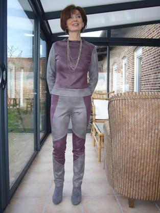 ensemble pantalon high tech de ligne futuriste. J'ai utilisée du simili cuir très souple, et cest pour moi