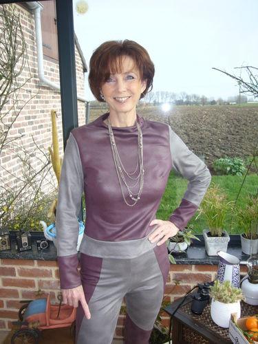 Makerist - ensemble pantalon high tech de ligne futuriste. J'ai utilisée du simili cuir très souple, et cest pour moi - Créations de couture - 2