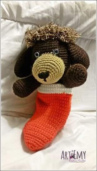 Socky le chien-chaussette, doudou en crochet spécial Noel
