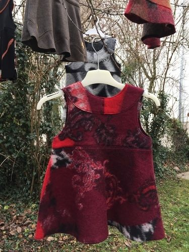Makerist - Winterkleid aus rotem Walkstoff - Nähprojekte - 1