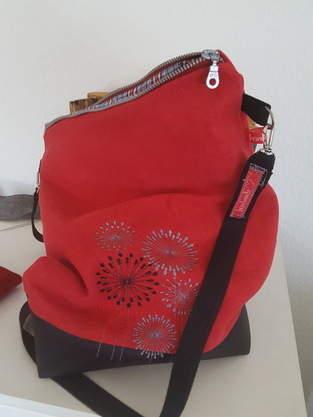 Tasche mit Stickmotiv