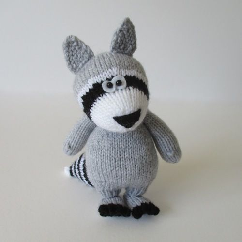 Makerist - Ricky the Raccoon - Knitting Showcase - 1