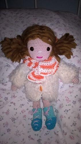 Makerist - das ist Klara mit dickem Mantel und Schal - Häkelprojekte - 1