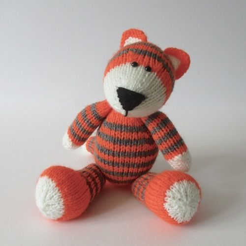 Makerist - Toby the Tiger - Knitting Showcase - 3