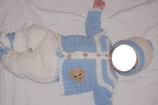 Ensemble au crochet pour bébé