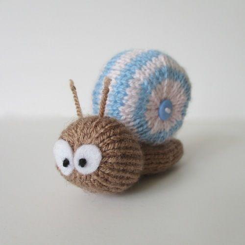 Makerist - Shellby the Snail - Knitting Showcase - 1