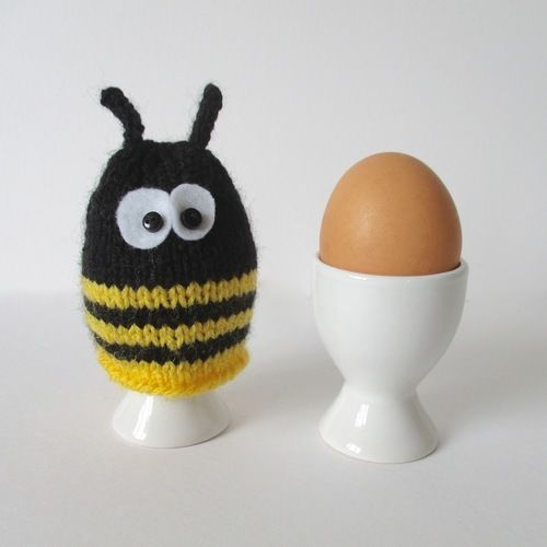 Makerist - Bumble Bee Egg Cosy - Knitting Showcase - 1