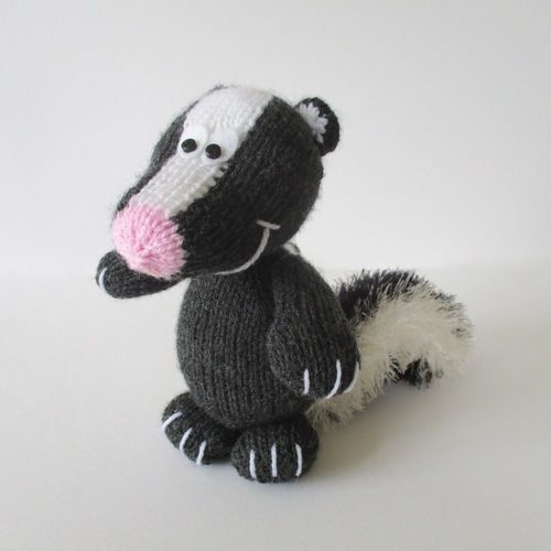 Makerist - Cyril the Skunk - Knitting Showcase - 1