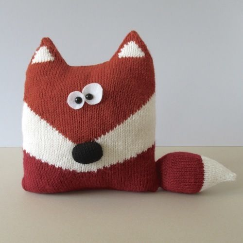 Makerist - Fox Cushion - Knitting Showcase - 1