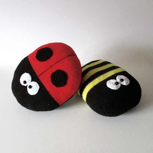 Makerist - Ladybird and Bee Cushions - Knitting Showcase - 1