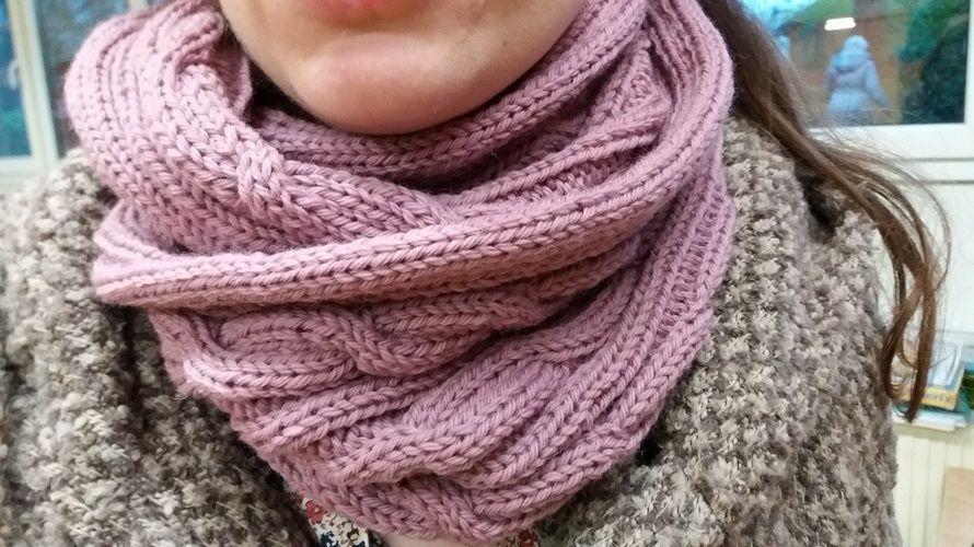 Makerist - Un snood torsadé - Créations de tricot - 1
