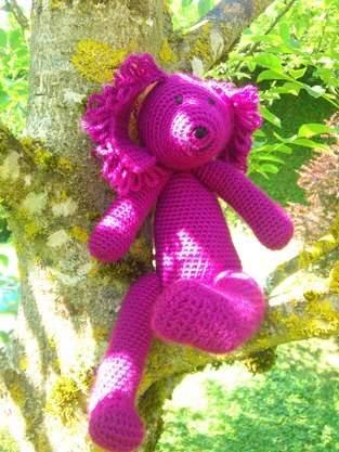 Petit chien violet. En laine au crochet.