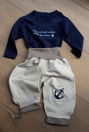 Pumphose und Shirt