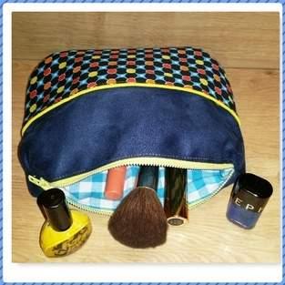 Makerist - CONCOURS - Trousse à maquillage en suédine - 1