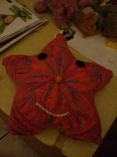 Makerist - Petit coussin en etoile - Créations de tricot - 1