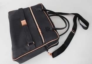 Doctor's Bag Billy aus schwarzem Korkstoff und Kupferelementen