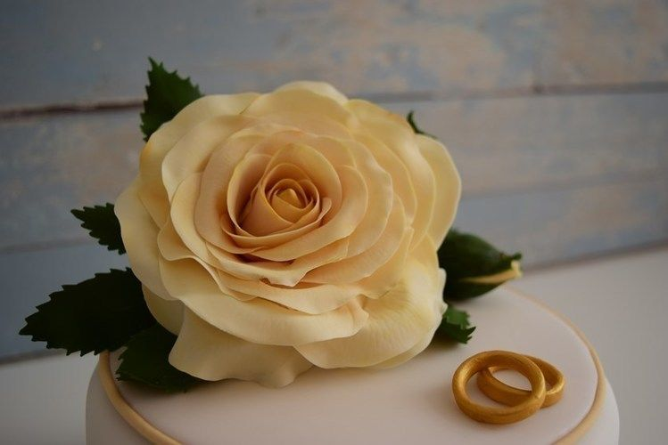 Makerist - Kleine Rosentorte zur Diamantenen Hochzeit  - Torten, Cake Pops und Cupcakes - 1