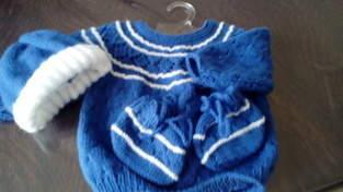 brassière, chausson, bonnet en laine pour bébé