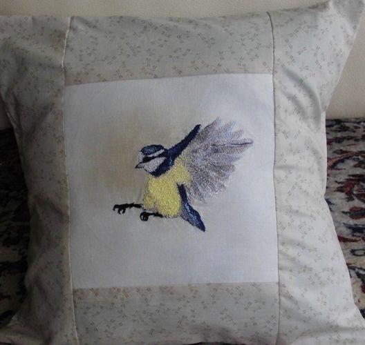 Makerist - Blaumeise als Kissen Freihandstickerei auf Baumwolle als Übung für mich - Textilgestaltung - 1