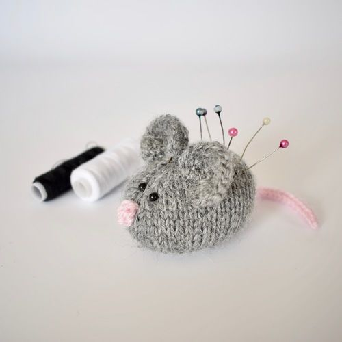 Makerist - Squeaky Mouse - Knitting Showcase - 1