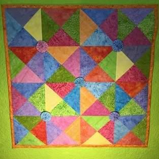 Spiel mit bunten Dreiecken