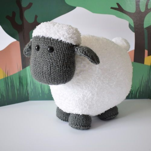 Makerist - Brenda the Sheep - Knitting Showcase - 1