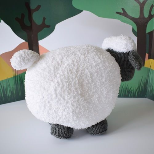 Makerist - Brenda the Sheep - Knitting Showcase - 2