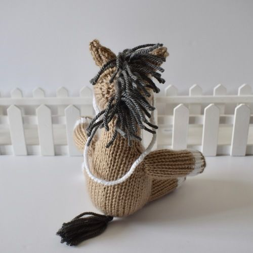Makerist - Henry the Horse - Knitting Showcase - 3