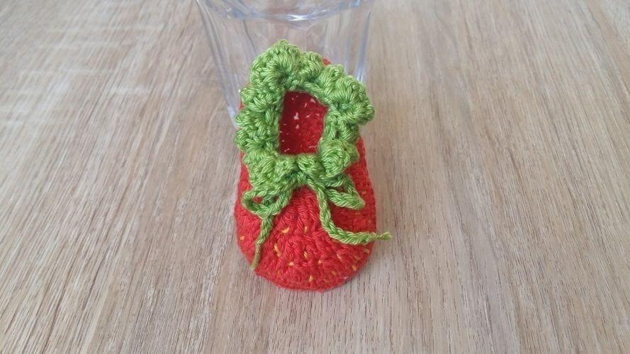 Makerist - Petits chaussons Fraise - 0/3mois - Créations de crochet - 1