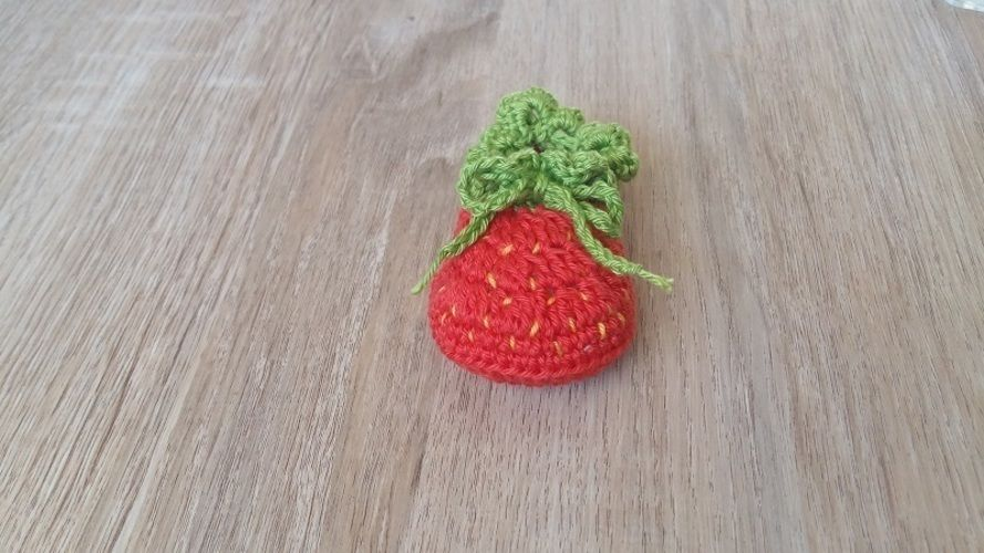 Makerist - Petits chaussons Fraise - 0/3mois - Créations de crochet - 2