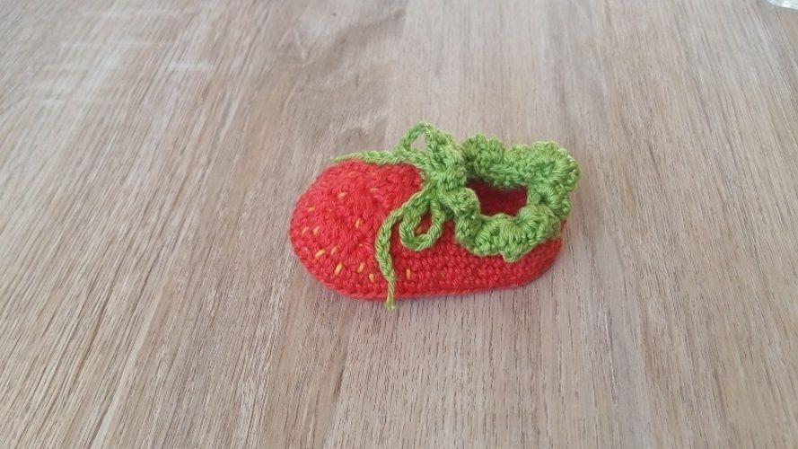 Makerist - Petits chaussons Fraise - 0/3mois - Créations de crochet - 3