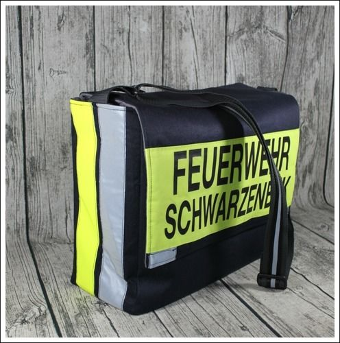 Makerist - Massenger Bag aus alter Feuerwehrjacke - Nähprojekte - 2