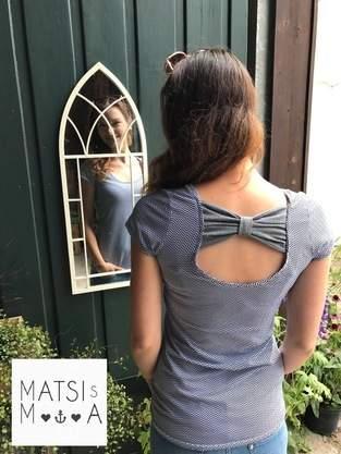 Shirt mit Schleifchen am Rücken