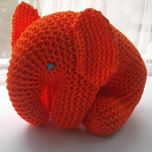 Makerist - Big Orange Elephant - Knitting Showcase - 1