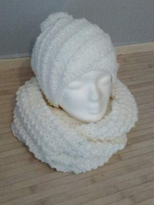 Ensemble snood/ bonnet spirale au tricot