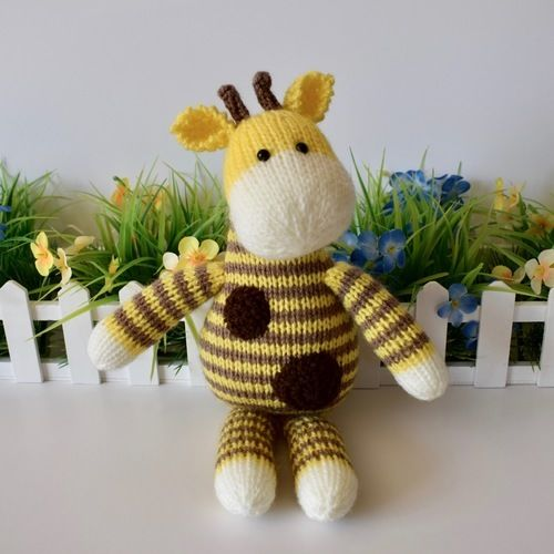 Makerist - Harry Giraffe - Knitting Showcase - 1