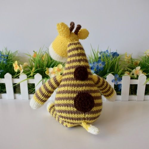 Makerist - Harry Giraffe - Knitting Showcase - 2