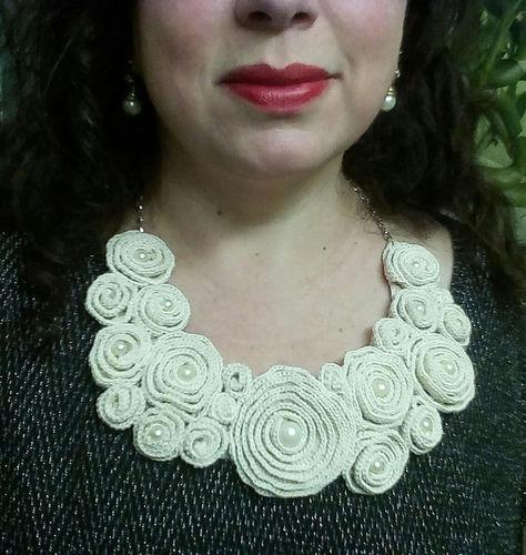 Makerist - Bib Flower Collar - Häkelprojekte - 1