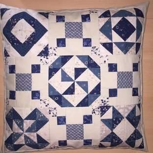 Sampler - Kissen mit Mustern aus  Halbquadrat-Dreiecken
