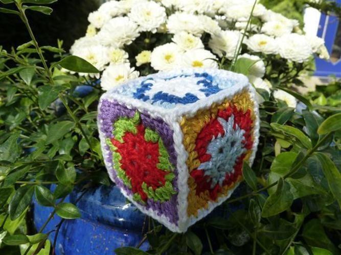Makerist - Spielwürfel aus Granny Squares - Häkelprojekte - 3